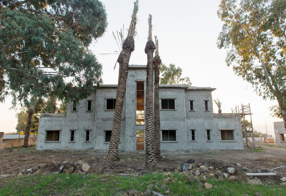 הבניין הוקם בשנות ה-20 ושימש כנקודת בקרה לסחורות שהועברו מסוריה לפלסטינה. במלחמת העצמאות הפך למוצב של הצבא הסורי (צילום: דור נבו)