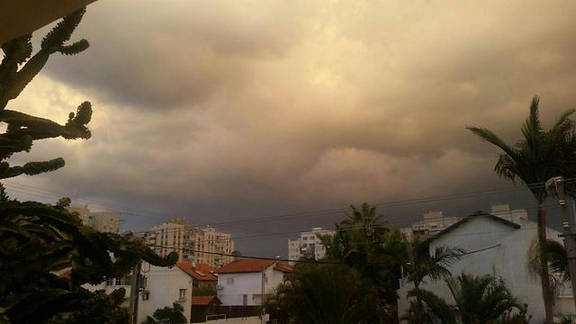 ענני סערה בקריית גת (צילום: בראל אפרים)