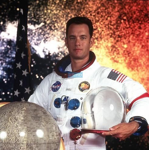 """טום הנקס ב""""אפולו 13"""" ()"""