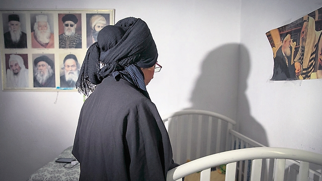 The wife of the main suspect in the Duma arson in their 30 meter apartment in Jerusalem (Photo: Ohad Zwigenberg)