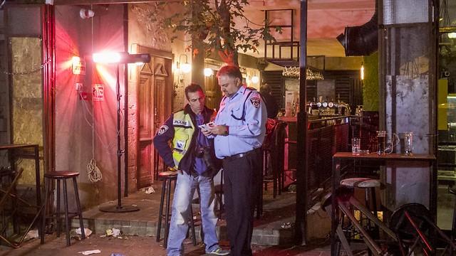 זירת הפיגוע בתל-אביב. ירי באמצע מסיבת היומולדת (צילום: עידו ארז) (צילום: עידו ארז)