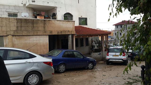המשטרה פשטה היום על ביתו של מלחם בכפר עארה (צילום: חסן שעלאן) (צילום: חסן שעלאן)