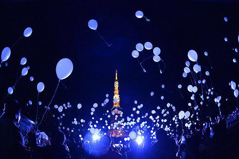 בטוקיו, בירת יפן, הפריחו יותר מאלף בלונים, הנושאים בתוכם משאלות, בחגיגות השנה החדשה (צילום: AFP) (צילום: AFP)