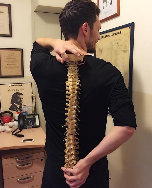כלום לא עזר לכאבי הגב. עידן רול ( ) ( )