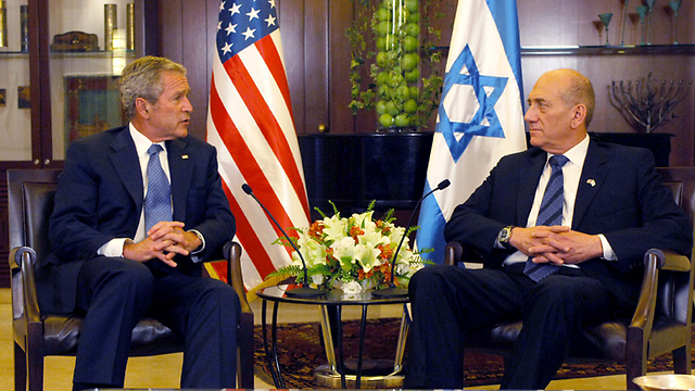 Then-prime minister Olmert, right, could not convince then-US president Bush to bomb the Syrian reactor (Photo: Avi Ohayon, GPO)