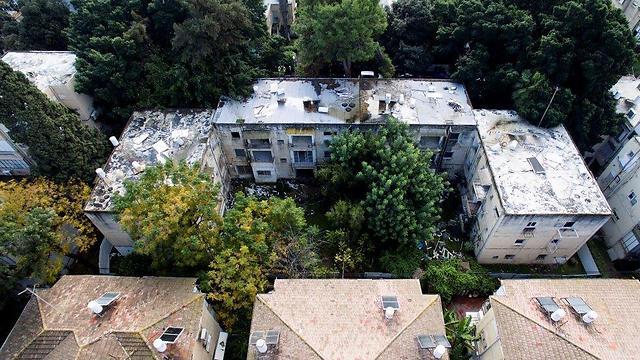 מלמעלה למטה: צילום עילי לפני ההריסה, ההריסה עצמה והדמיית הפרויקט החדש (צילום: רמי חכם) (צילום: רמי חכם)