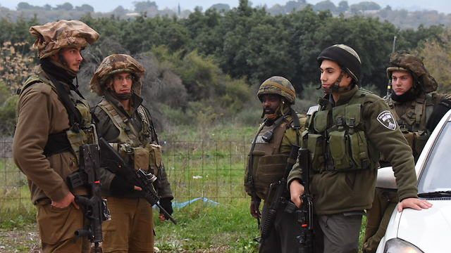 IDF soldiers on the scene after a bomb exploded close to troops near the Lebanese border (Photo: Avihu Shapira)