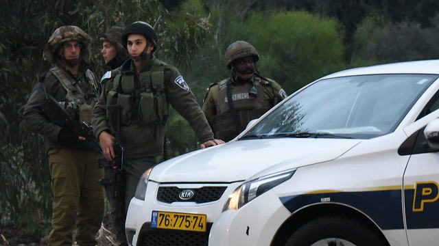 IDF troops on the scene after a bomb exploded close to an army unit near the Lebanese border (Photo: Avihu Shapira)