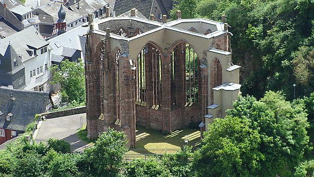 """""""קפלת וורנר"""" (Wernerkapelle). ידידנו וורנר זה, לידיעתכם הקוראים, נרצח לכאורה בידי יהודי העיירה בשנת 1287 כדי להכין מדמו העשיר בפרוטאינים מצות עסיסיות במיוחד ()"""