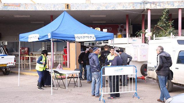 הרצליה הבוקר: העירייה והמשטרה נערכו בכוחות מתוגברים (צילום: מוטי קמחי) (צילום: מוטי קמחי)