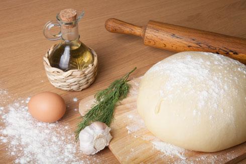 שמן זית מתאים גם לאפייה, וזנים מסוימים יכולים לשמש לאפיית עוגות (צילום: shutterstock)