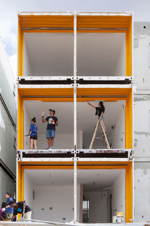 המדריך המלא לבנייה במכולות - עם דוגמאות. לחצו על התצלום (צילום: אביעד בר נס)