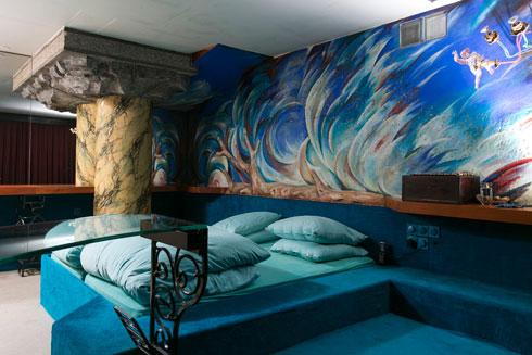 חדר השינה. כל הריהוט עוצב בהזמנה מיוחדת, ובוצע בישראל (צילום: שירן כרמל )