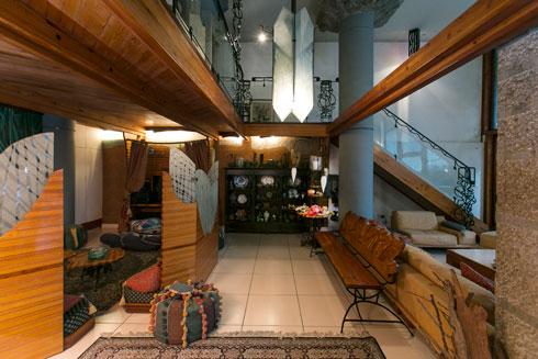 תקרה בגובה 5.5 מטר בסלון הקומתיים (צילום: שירן כרמל )