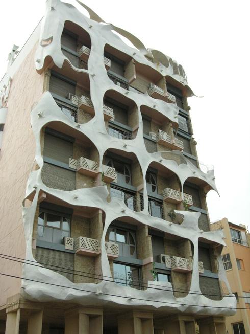 ההיתר לארבע קומות על הנייר הסתיים ב-13 קומות בפועל (צילום: הניה מליכסון)