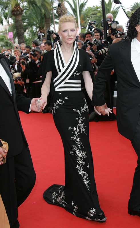 אחד משיתופי הפעולה הראשונים בין השחקנית המוכשרת לגאון האופנה המנוח. קייט בלאנשט באלכסנדר מקווין, 2006 (צילום: shutterstock)