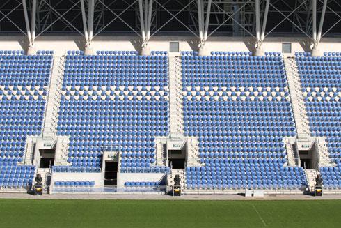 לחצו על התצלום של אצטדיון המושבה בפתח תקווה כדי לראות את ההבדלים (צילום: עידו ארז )