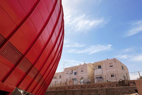 הביצה האדומה. לחצו על התצלום לפרויקט כולו (צילום: איל תגר)