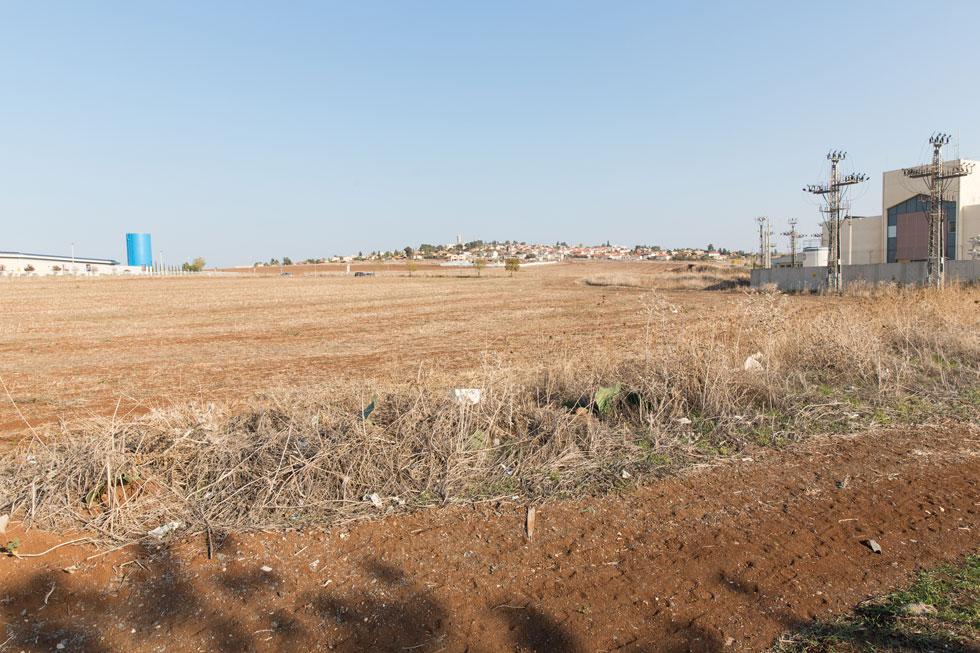 העבודות בשטח. האצטדיון נבנה על 15 דונם ובתקציב של 40 מיליון שקל, ויכיל בשלב הסופי 5,000 מושבים (צילום: דור נבו)