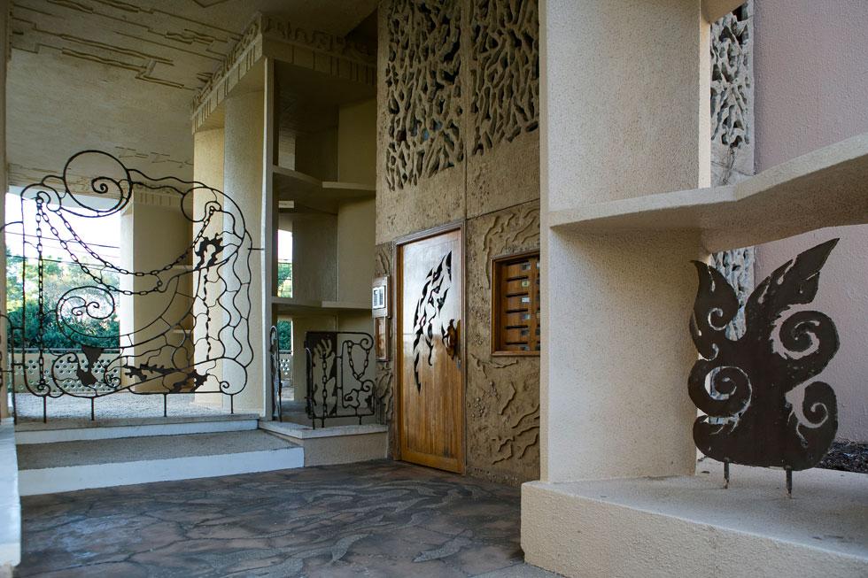 ברוכים הבאים לבית המשוגע. בולג לא הקשיב לעצתו של אדריכל בזמן הבנייה - להצמיד בעצמו כינוי לבניין - והסתגל לכינוי העממי בחיבה (צילום: שירן כרמל)