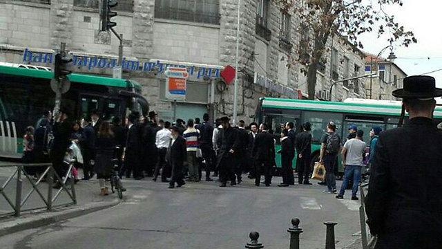 ההפגנה המאולתרת בירושלים נגד נתיחת גופת התינוק (צילום: מצב בטחוני גלובלי)