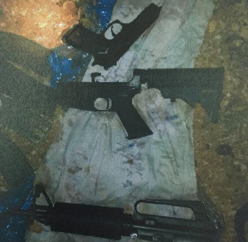 """כלי הנשק שנתפסו אצל חברי החוליה (צילום: תקשורת שב""""כ) (צילום: תקשורת שב"""