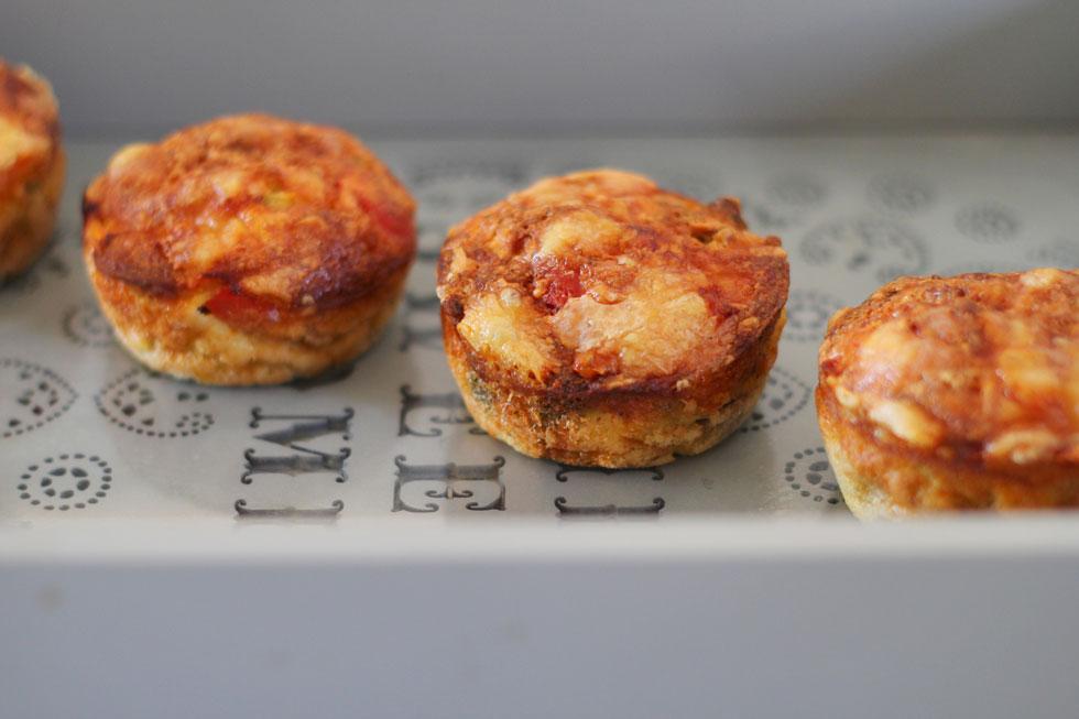 מאפינס מלוחים עם גבינה וירקות (צילום: חיה אילונה דר)