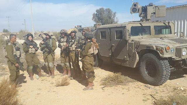 IDF troops preparing along the Egyptian border. (Photo: Roi Idan)
