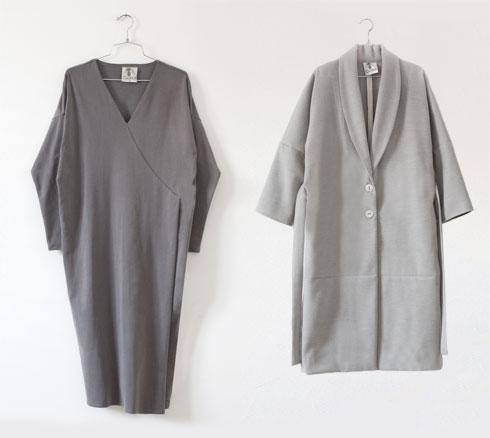 מעיל, 595 שקל; שמלת קלימט אפורה, 476 שקל. המחירים אחרי הנחת סוף עונה (צילום: רותם רייצ'ל חן)