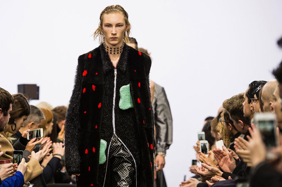 מעצב האופנה הראשון ששידר בלייב את תצוגת האופנה שלו באפליקציית גריינדר. ג'יי וו אנדרסון (צילום: gettyimages)