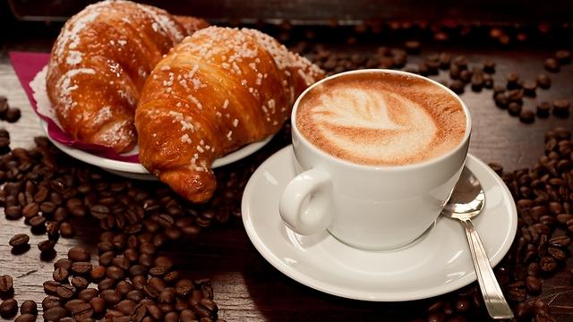 הקפה של הבוקר. איך אפשר בלי?  (צילום: shutterstock) (צילום: shutterstock)