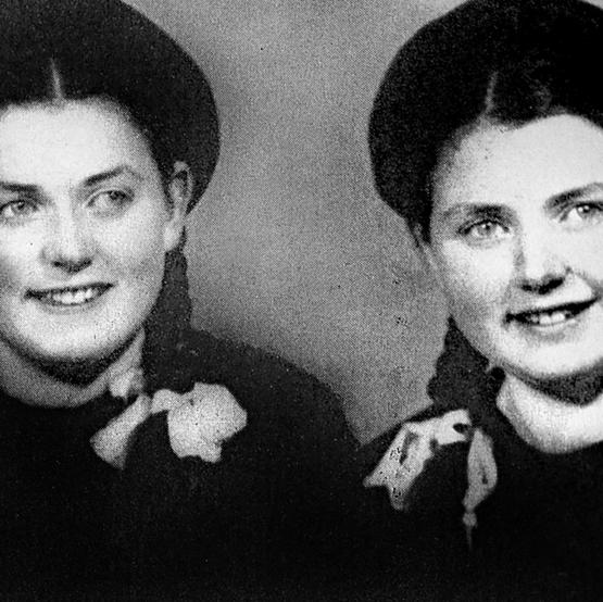 """אווה (משמאל) ואחותה מרים ז""""ל. """"תרמתי לה כליה"""""""