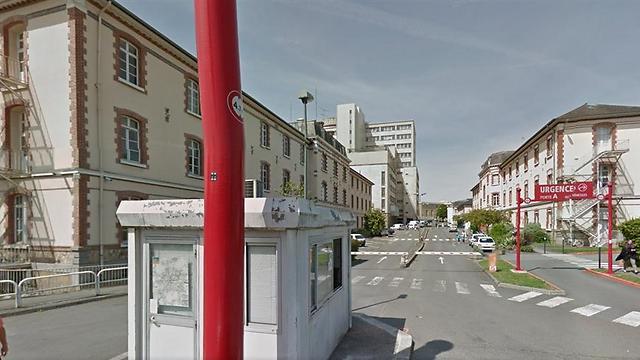 בית החולים האוניברסיטאי. 6 פגועים קשה (צילום: google street view) (צילום: google street view)