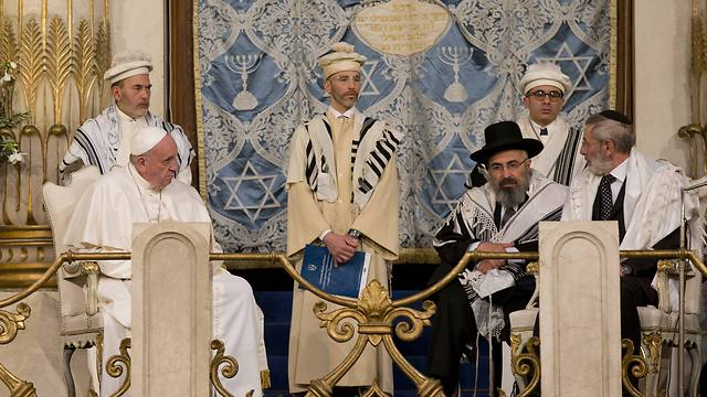 Pope Francis sits flanked by Rabbi Riccardo Di Segni, right, during his visit to the Great Synagogue of Rome (Photo: Associated Press)