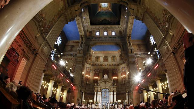 Pope Francis visits the Rome's Great Synagogue (Photo: Reuters)