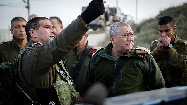 IDF chief Eisenkot, second on the right, in Otniel (Photo: IDF Spokesman)