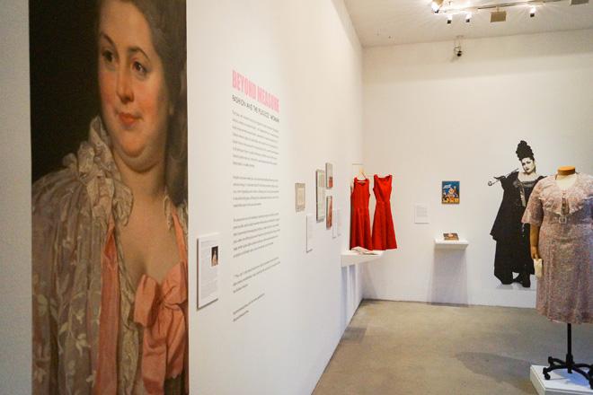 מתוך התערוכה Beyond Measure: Fashion and the Plus Size* Woman (צילום: Exhibition installation)