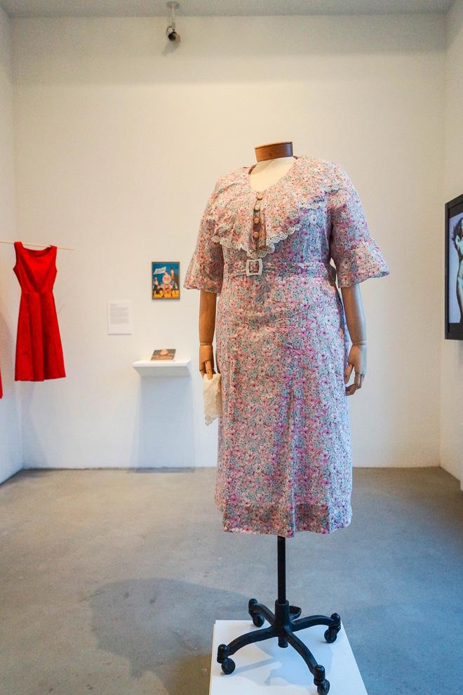 שמלה של מארי דרסלר משנות ה-30 מוצגת בתערוכה Beyond Measure: Fashion and the Plus Size* Woman (צילום: 1930s Marie Dressler Dress )