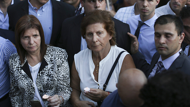 השתתפה בעצרת הזכרון. אמו של ניסמן שרה גרפונקל (צילום: EPA)