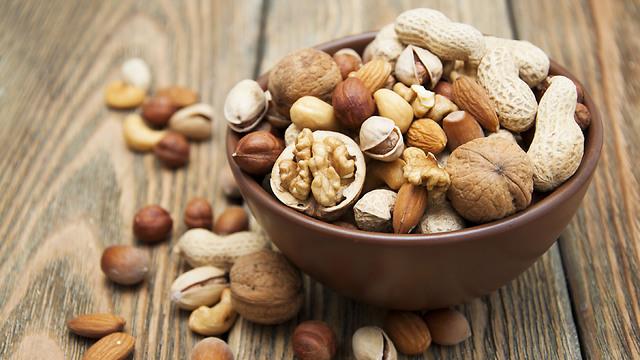 , זרעים ועשבי תיבול בכל מצבם הטבעי. כדי לא להרוס את הוויטמינים (צילום: shutterstock) (צילום: shutterstock)
