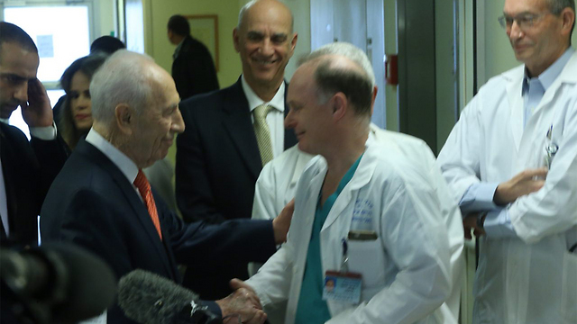 Shimon Peres discharged from hospital after suffering a mild heart attack (Photo: Motti Kimchi)