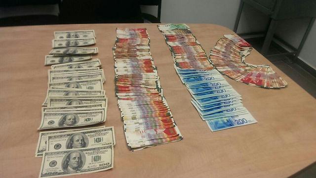 Наличные, изъятые у мошенников. Фото: пресс-служба полиции