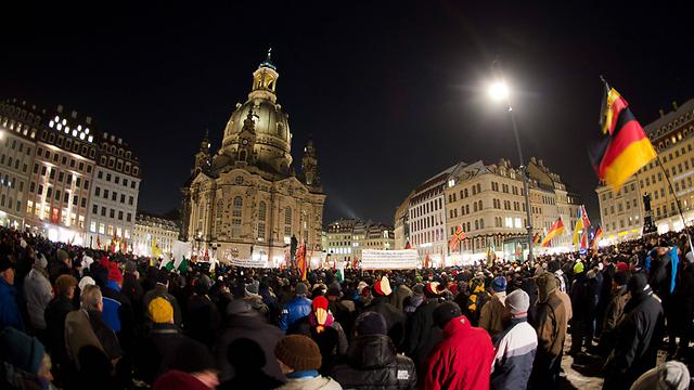 הפגנה בדרזדן נגד קליטת המהגרים ובוא האיסלאם לגרמניה (צילום: EPA) (צילום: EPA)