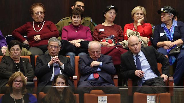 היועץ המשפטי לממשלה יהודה וינשטיין מנמנם ביציע (צילום: גיל יוחנן) (צילום: גיל יוחנן)