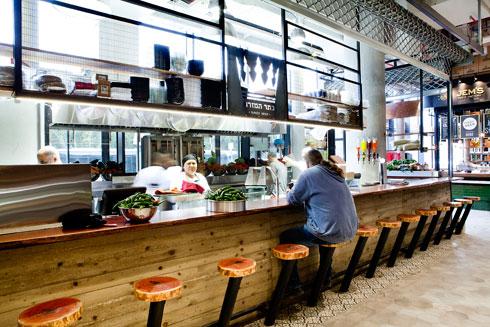 מסעדת ''כתר המזרח'' הוותיקה יוצאת לראשונה מאבן גבירול (צילום: ענבל מרמרי )