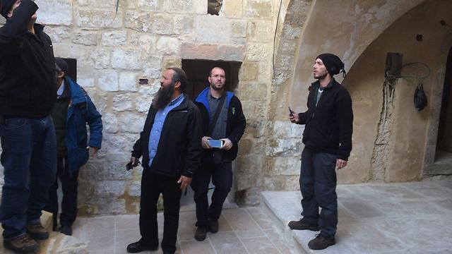 The settlers in the process of breaking into the houses they claimed to have bought from Palestinians (Photo: Elishe Ben Kimon)
