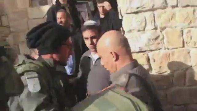 חברון אתמול: מתנחלים נכנסים לבתי פלסטינים  ()