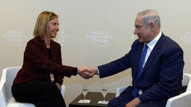 Mogherini and Netanyahu meet in Davos on the sidelines of the World Economic Forum (Photo: Haim Tzah, GPO)