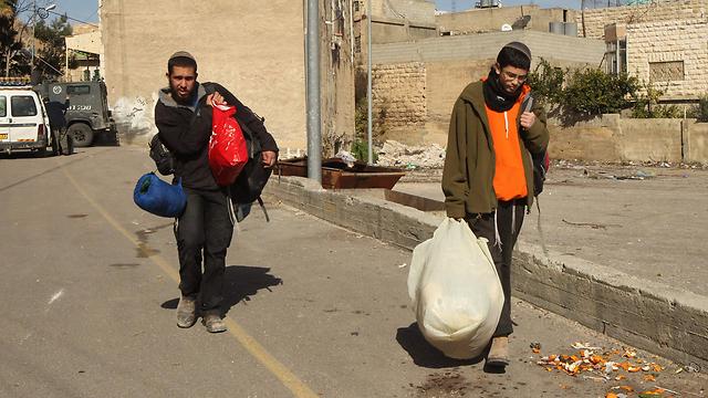 פינוי המתנחלים בחברון (צילום: AFP) (צילום: AFP)
