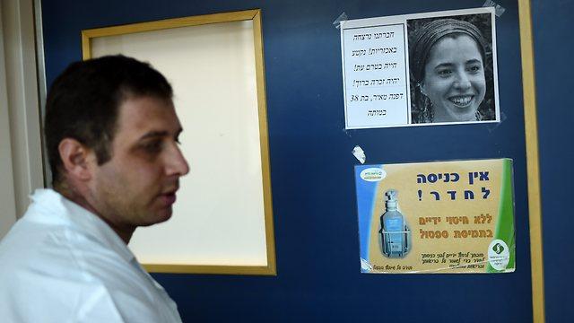 Dr. Ahmad Nasser, a close friend of Dafna's at Soroka hospital, standing next to a notice of her death (Photo: Haim Horenstein)